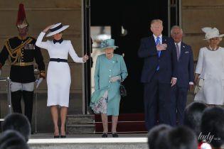 В обтислій сукні і елегантному капелюсі: ефектна Меланія Трамп на прийомі у Букінгемському палаці