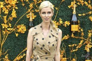В гороховом платье с запахом: стильная Ники Хилтон на светском мероприятии