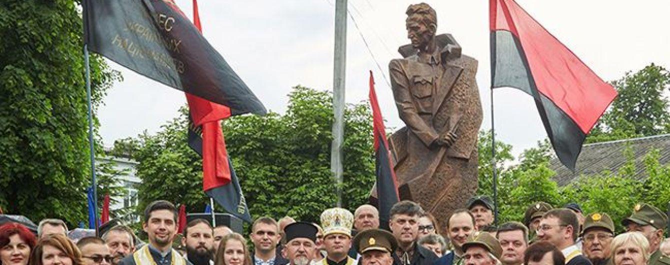 Польша и Израиль протестуют против открытия памятника Шухевичу в Ивано-Франковске