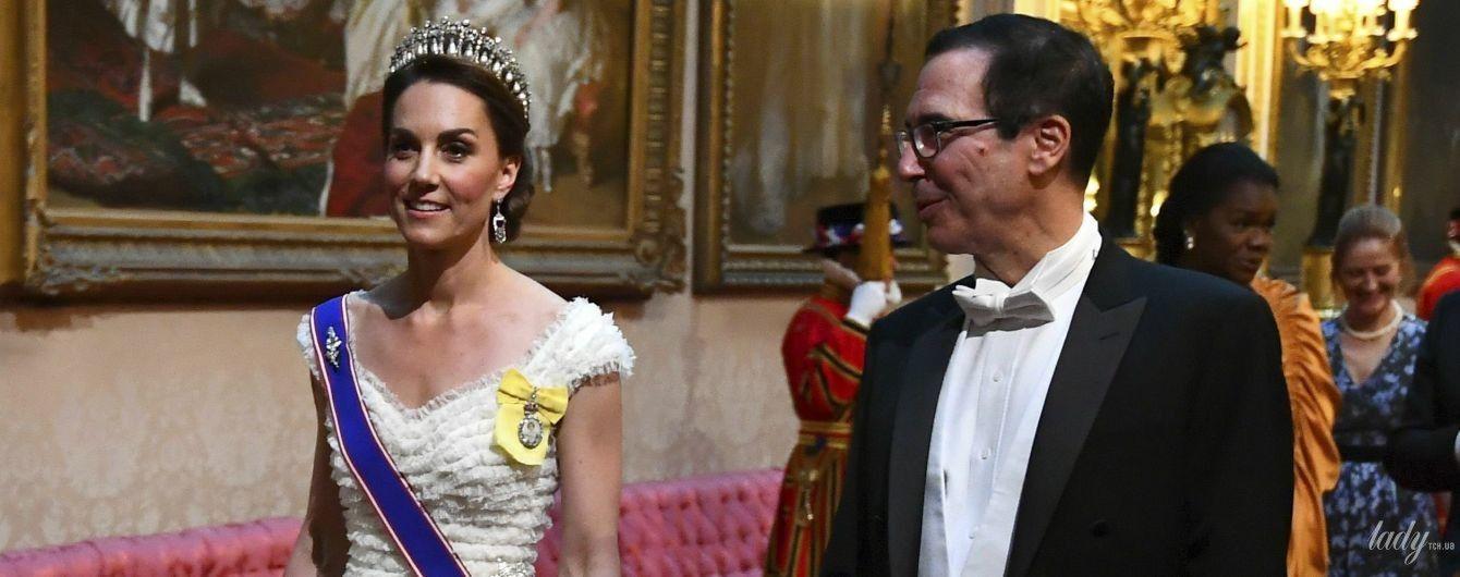"""В платье Alexander McQueen и """"особой"""" тиаре: герцогиня Кембриджская на торжественном приеме в Букингемском дворце"""