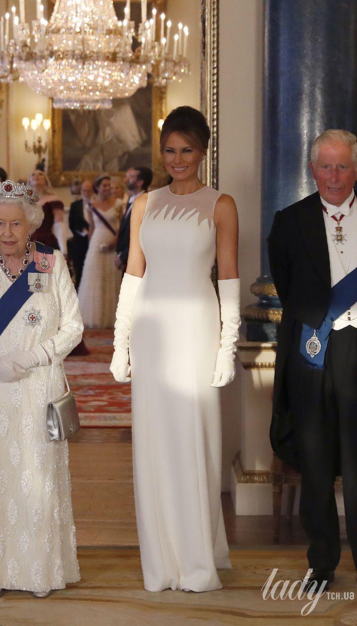 Королева Єлизавета на прийом у Букінгемському палаці