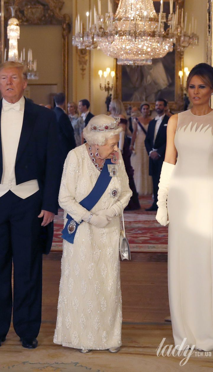 Королева Елизавета на приеме в Букингемском дворце