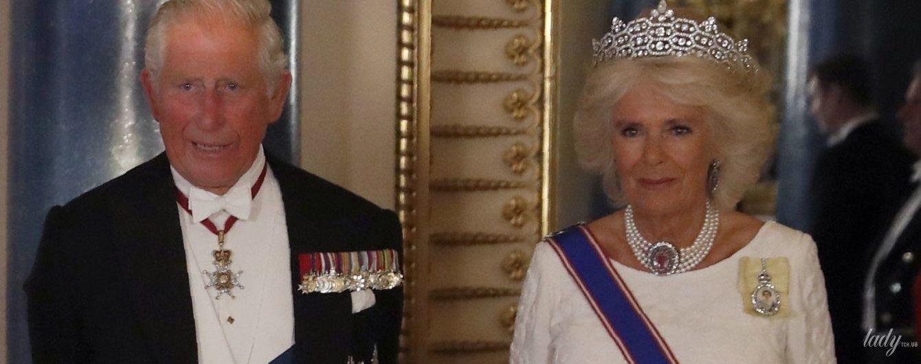 В белоснежном аутфите и бриллиантах: роскошный выход герцогини Корнуольской Камиллы