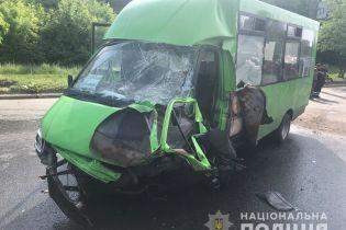 В Харькове микроавтобус столкнулся с пассажирской маршруткой, пострадали 15 человек