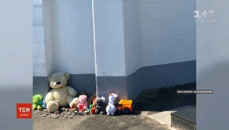 В МВД уверяют, что не выбрасывали игрушки, цветы и свечи в память о Кирилле