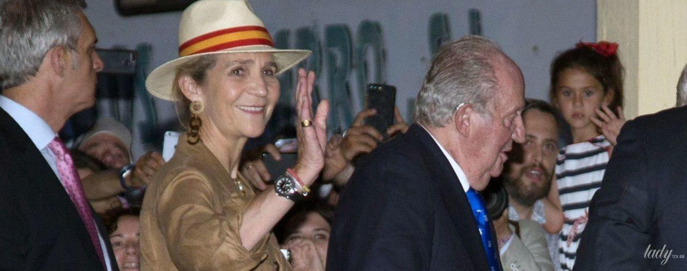 В брюках с лампасами и шляпе: принцесса Елена снова сопровождает отца-короля на корриде