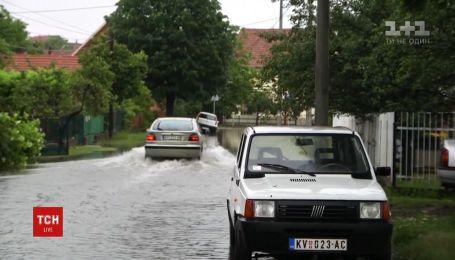 Негода атакує: у Болгарії через повені евакуювали сотні людей