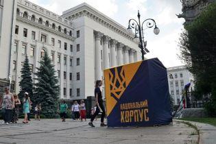 До Зеленського прийшли Нацкорпус та ветерани, які вимагають паспорти для добровольців