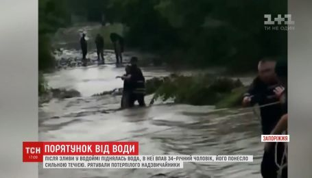Непередбачувана стихія: надзвичайники врятували чоловіка на Запоріжжі