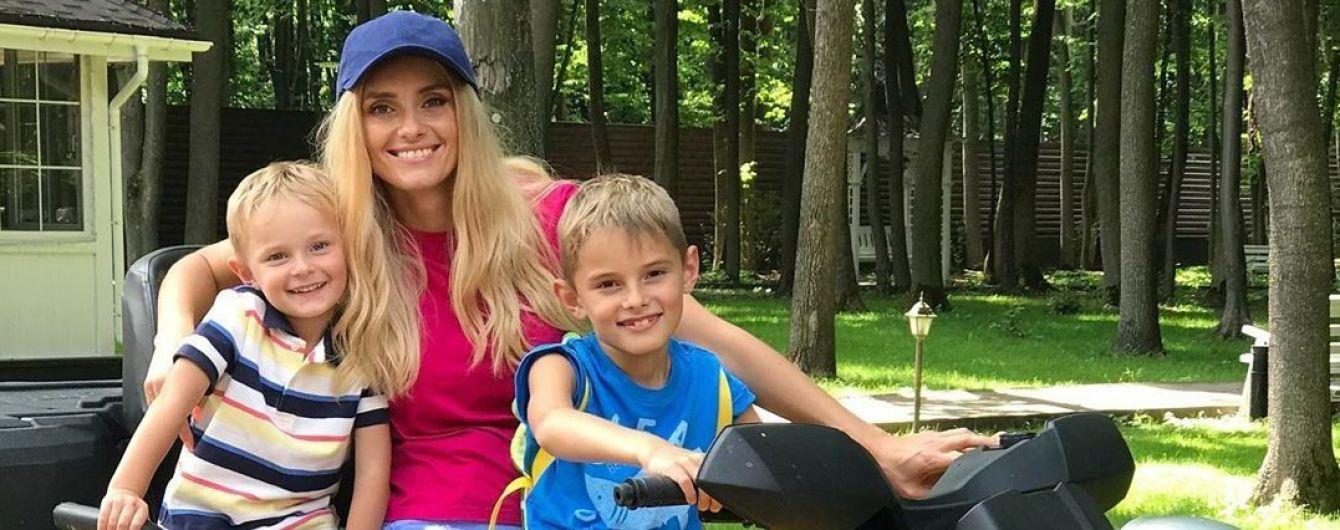 Ирина Федишин показала, как впервые с детьми покаталась на квадроцикле