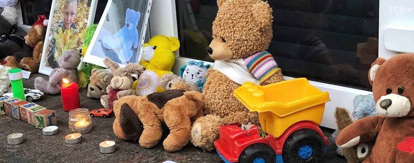 Беспокойная акция. В Переяславе активисты бросали в полицейских петарды и игрушки