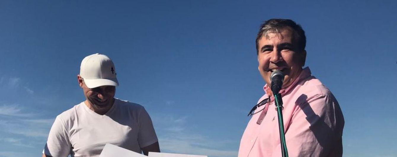 Саакашвили попросил у подписчиков совета, объединяться ли с Кличко на выборах