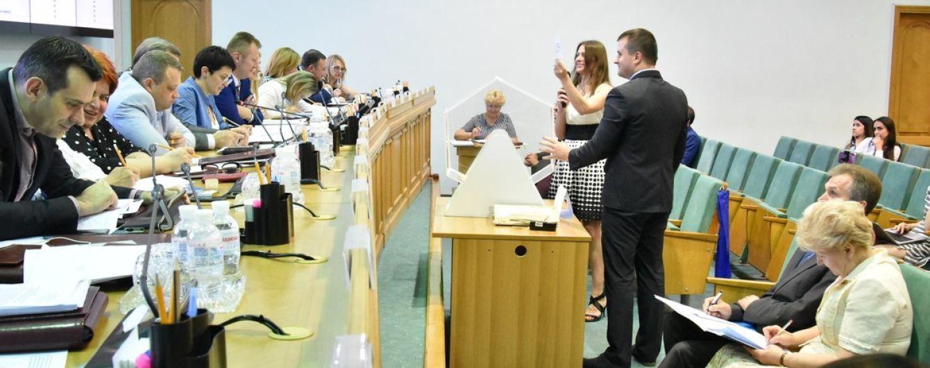 Останній день. ЦВК приймає документи від кандидатів у нардепи