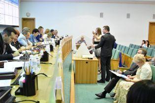 Центризбирком снял с выборов 18 кандидатов в нардепы и разогнал одну из ОИК