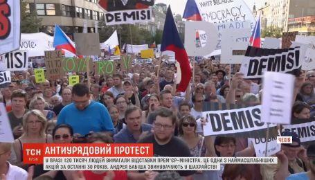 Более ста тысяч человек вышли на улицы Праги с требованием отставки премьер-министра