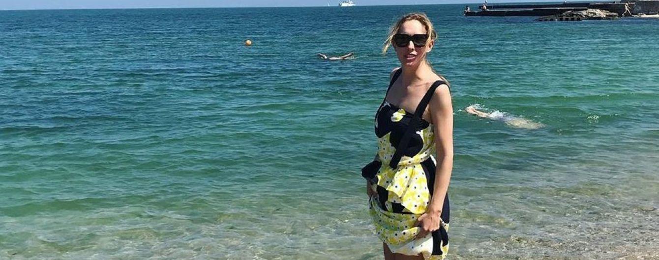 Открыла морской сезон: Катя Осадчая позировала на одесском пляже