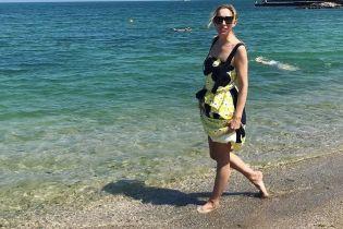 Відкрила морський сезон: Катя Осадча позувала на одеському пляжі