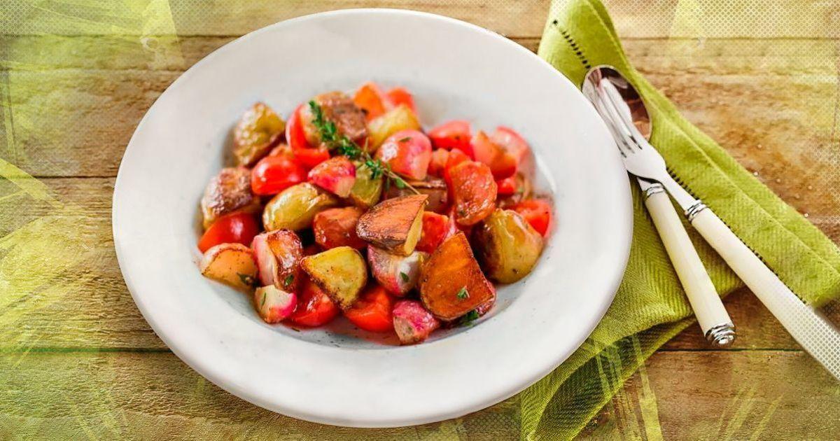 Салат с запеченным редисом и картофелем
