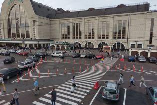 В Киеве возле железнодорожного вокзала установили делиниаторы. Видео