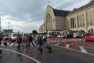 У Києві таксисти погрожують знищити нові делініатори біля залізничного вокзалу