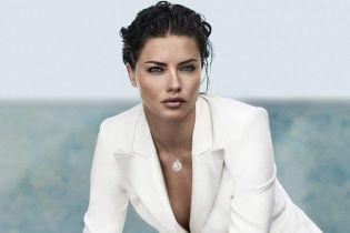 Красивая и сексуальная: Адриана Лима блистает в новом фотосете