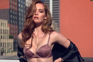 """Оце форми: """"ангел"""" Алексіна Грем позувала в сексуальному білизняному комплекті"""