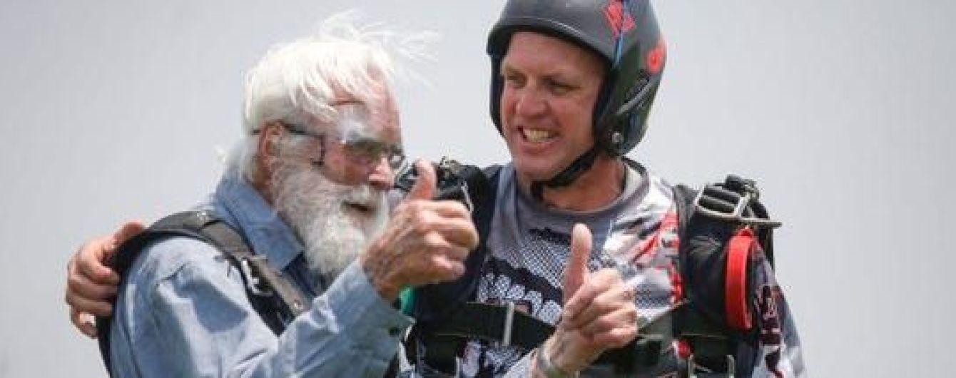 На камеру сняли прыжок с парашютом столетнего ветерана II Мировой войны