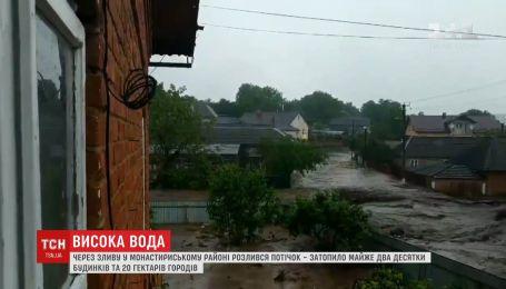 Вследствие ливня ручей в Тернопольской области затопил дома и огороды
