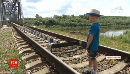 Реконструкція мосту: на Чернігівщині селяни можуть лишитись без єдиного переходу через річку