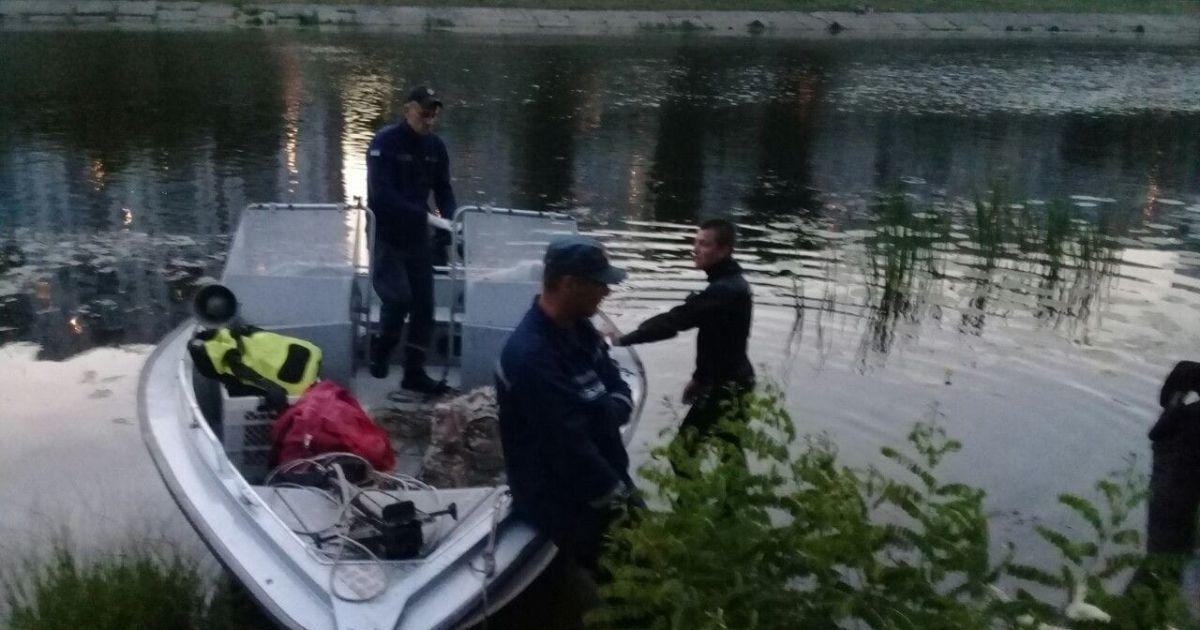 В Киеве из Русановского канала вытащили тело мужчины