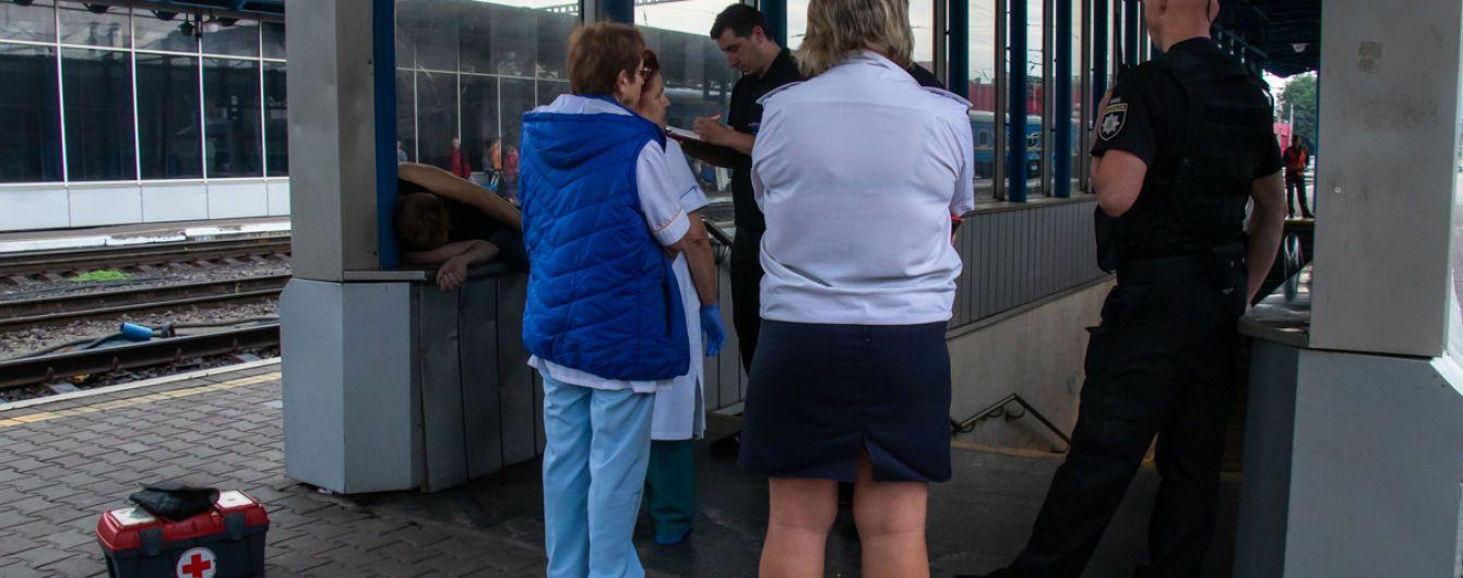 С билетом на поезд: в Киеве на вокзале нашли тело мужчины