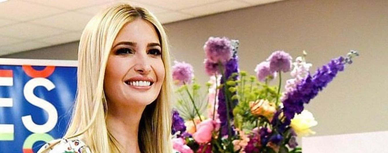 Она превосходна: два женственных образа Иванки Трамп в платьях с цветочным принтом