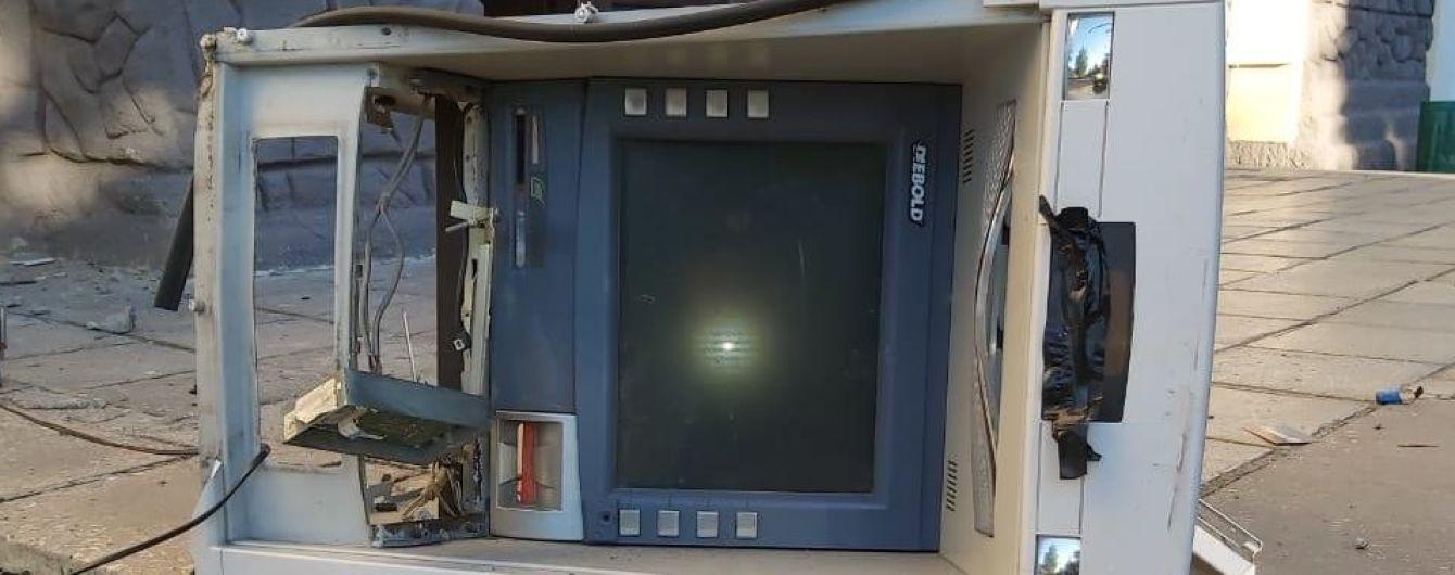 На Харьковщине неизвестные взорвали банкомат и украли кассеты с деньгами
