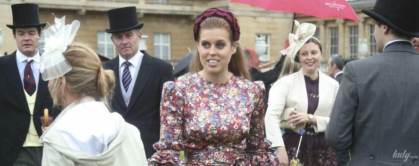 В игривом платье с рюшами: принцесса Беатрис на садовой вечеринке