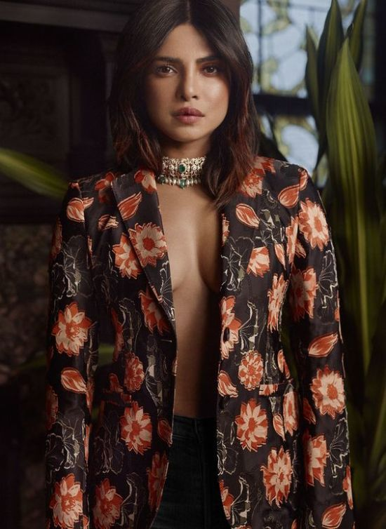 Гаряча акторка Пріянка Чопра у сукні з оголеною спиною знялася у спокусливій фотосесії