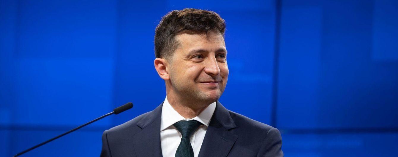 Отмена более 160 указов, 2 международных визита и 14 законопроектов: первый месяц президентства Зеленского в цифрах