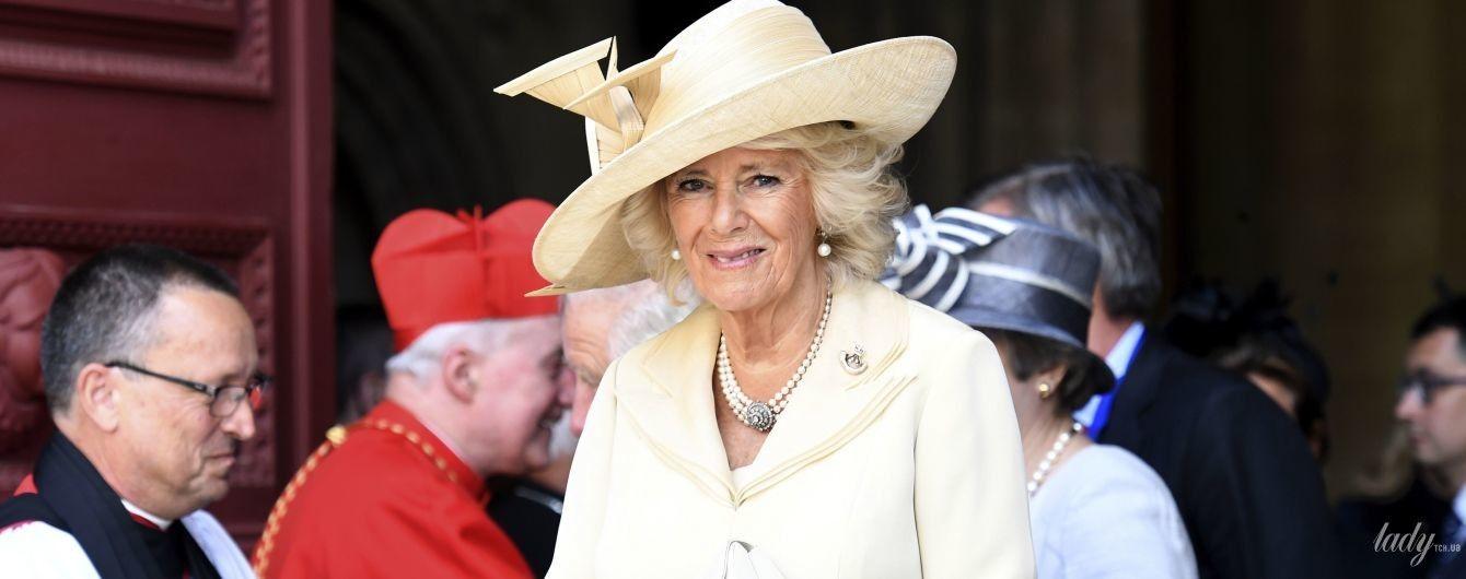 Яка гарна: 71-річна герцогиня Корнуольська в ніжному образі відвідала службу у Франції