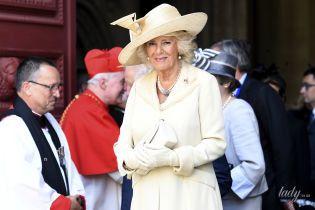 Какая красивая: 71-летняя герцогиня Корнуольская в нежном образе посетила службу во Франции