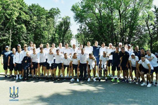 Збірна України погуляла Львовом, де готується до двох битв відбору Євро-2020
