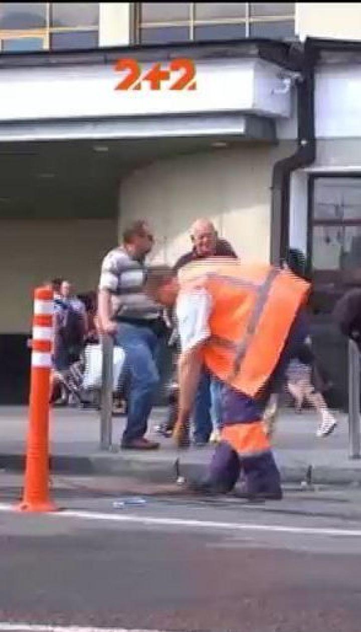 Таксисти погрожують знищити делініатори біля центрального залізничного вокзалу в Києві
