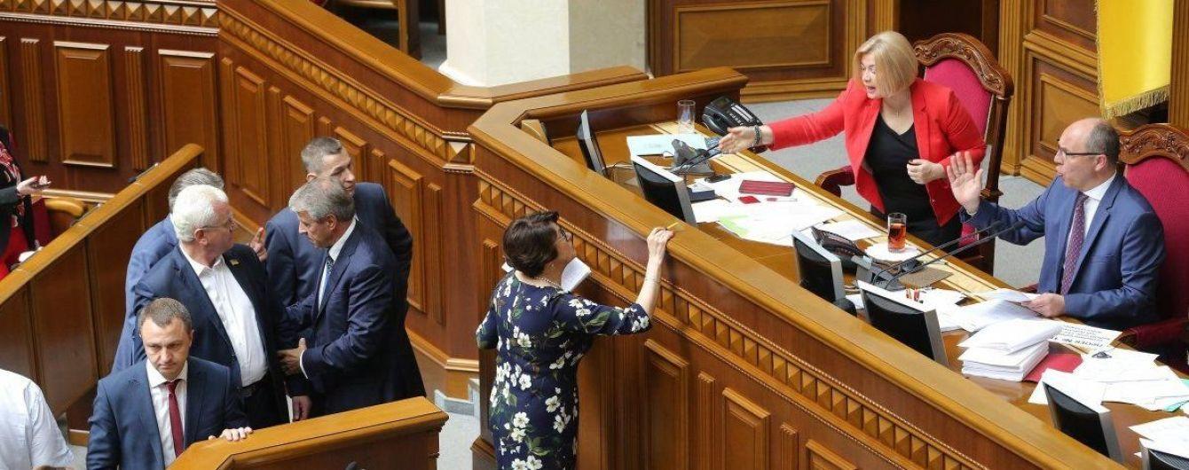 Рада приняла закон о ВСК: реально ли досрочно прекратить полномочия президента