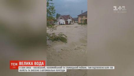 В результате ливней ручьи превратились в бурные потоки на Прикарпатье