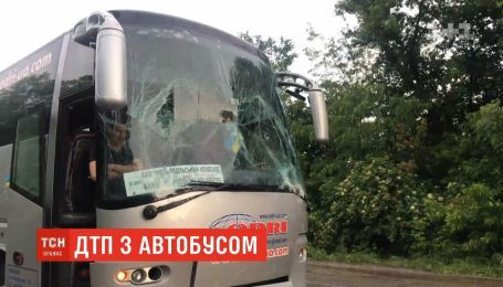 Аварія за участю рейсового автобуса сталась під Чернівцями