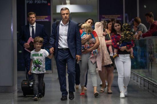Десять дітей українки, яку заарештували у Грузії, повернулись на батьківщину