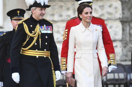 Елегантна Кейт Міддлтон вперше прийняла парад кінної гвардії