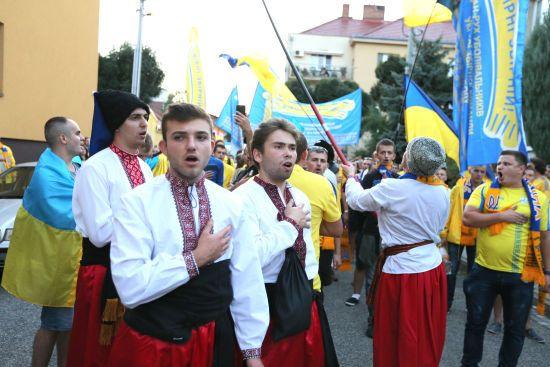 Уболівальники з усієї України прямують до Львова, де збірна битиметься за Євро-2020