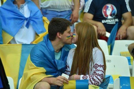 Фанатів збірної Сербії не буде на матчі з Україною, їхні квитки віддали учасникам бойових дій на Донбасі