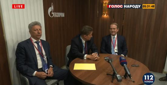"""Медведчук та Бойко прилетіли до Санкт-Петербурга на економічний форум. Вони зустрілись з очільником """"Газпрому"""""""
