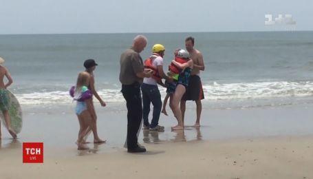 8-летнего мальчика унесло в открытое море на надувном единороге в США
