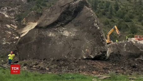Гигантскую каменную глыбу в США превратили в мемориал